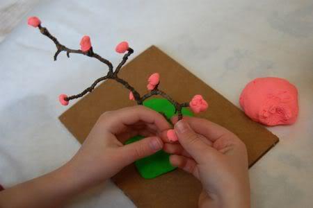 copacel inflorit realizat din plastilină