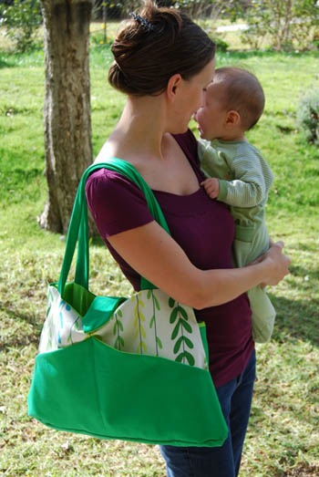 The pattern for this lovely diaper bag is also free and can be found