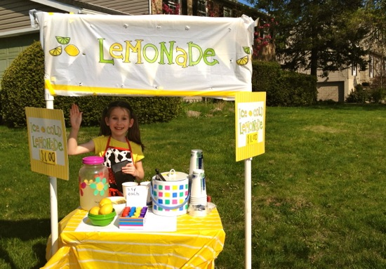Guest post by emily 10 tips for a successful lemonade for Cool lemonade stand ideas