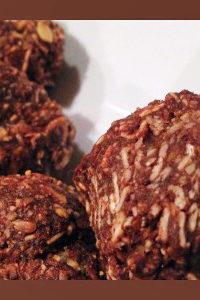 Snacks for Kids – Chocolate Almond Oat Energy Bites Recipe
