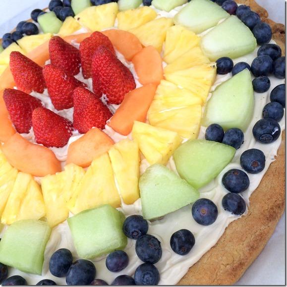 St. Patrick's Day Treats -- Rainbow Fruit Pizza!